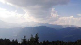 Nuvens nos montes Fotografia de Stock Royalty Free