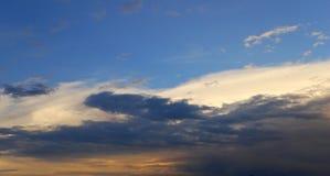 Nuvens pitorescas Imagem de Stock Royalty Free