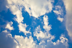 Nuvens que movem-se no teste padrão próximo Imagens de Stock