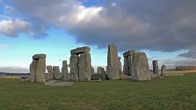 Nuvens que movem-se sobre Stonehenge video estoque
