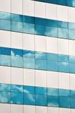 Nuvens que refletem em escritórios Imagem de Stock Royalty Free