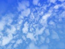 Nuvens que sopram o céu Fotos de Stock