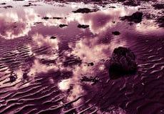 Nuvens refletidas Imagens de Stock