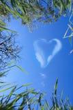 Nuvens sob a forma do coração Imagem de Stock