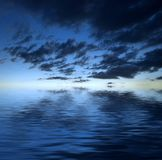 Nuvens sobre a água Foto de Stock