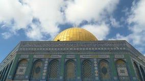 Nuvens sobre a abóbada da rocha no Temple Mount na cidade velha do Jerusalém video estoque