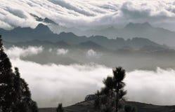 Nuvens sobre anaga1 Fotos de Stock Royalty Free