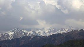 Nuvens sobre as montanhas filme