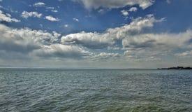 Nuvens sobre a baía Imagem de Stock