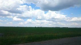 Nuvens sobre feelds Imagens de Stock
