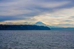 Nuvens sobre a montanha 2 imagens de stock royalty free
