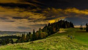 Nuvens sobre montanhas de Pieniny video estoque