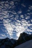 Nuvens sobre montanhas de Pyrenees fotografia de stock royalty free