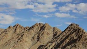 Nuvens sobre montanhas do deserto filme