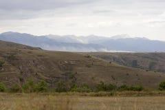 Nuvens sobre montanhas e montes Fotografia de Stock Royalty Free