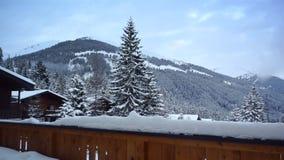 Nuvens sobre montanhas nevado filme