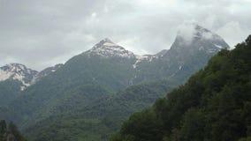 Nuvens sobre montanhas Sochi, Rússia filme