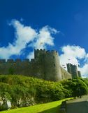 Nuvens sobre o castelo do Pembroke Fotografia de Stock