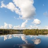Nuvens sobre o lago Foto de Stock