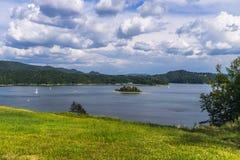 Nuvens sobre o lago Foto de Stock Royalty Free