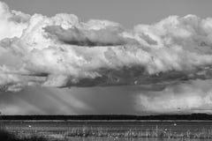 Nuvens sobre o lago Imagem de Stock Royalty Free