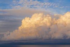 Nuvens sobre o mar Imagens de Stock Royalty Free