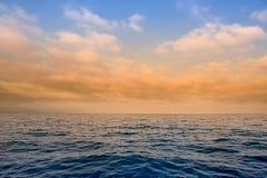 Nuvens sobre o oceano Imagem de Stock Royalty Free