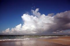 Nuvens sobre o oceano Imagem de Stock