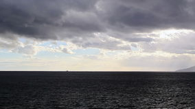 Nuvens sobre o passo de Messina. Itália vídeos de arquivo
