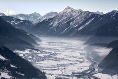 Nuvens sobre o vale do inverno fotografia de stock royalty free