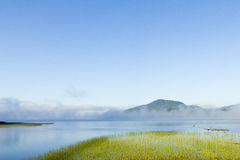 Nuvens sobre um lago Imagens de Stock