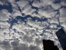 Nuvens sobre uma cidade Fotografia de Stock Royalty Free