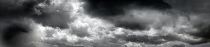 Nuvens tormentosos pretas fotografia de stock royalty free