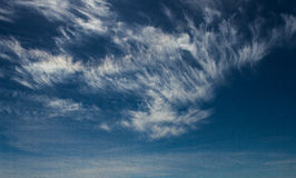 Nuvens Wispy Fotos de Stock Royalty Free