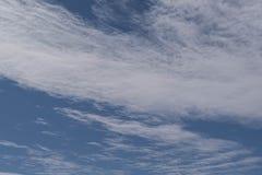 Nuvens Wispy Foto de Stock
