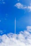 Nuvola astratta della scia sul cielo blu Immagini Stock Libere da Diritti