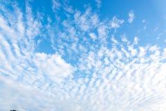 Nuvola bianca piacevole sul cielo Immagine Stock Libera da Diritti