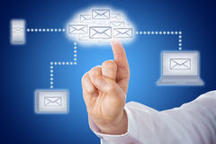 Nuvola commovente del email del dito nella rete di messaggio Fotografie Stock Libere da Diritti