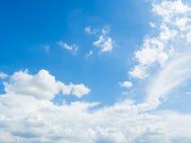 Nuvola con il fondo del cielo blu Fotografie Stock