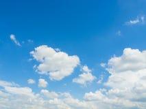 Nuvola con il fondo del cielo blu Fotografie Stock Libere da Diritti