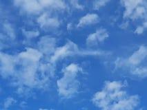 Nuvola del cielo blu di mattina fotografia stock
