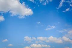 nuvola del cielo blu su aria Immagini Stock