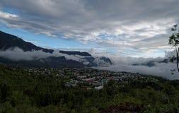 Nuvola del cielo della montagna di réunion di Cilaos fotografie stock