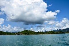 Nuvola del cielo delle montagne del lago, paesaggio fotografia stock libera da diritti