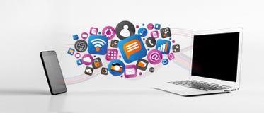 Nuvola del icone di tecnologia che esce uno smartphone ad un computer portatile Fotografia Stock