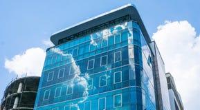 nuvola della costruzione della facciata fotografia stock libera da diritti