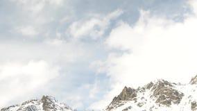 Nuvola della montagna di Timelaps archivi video