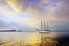 Nuvola di lusso del mare del pesce vela del Pacifico nella baia di Navarino, Grecia Fotografia Stock