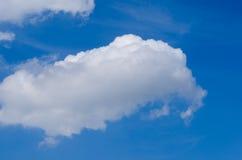 Nuvola e cielo blu di giorno Fotografie Stock Libere da Diritti