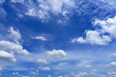 Nuvola e cielo blu piacevoli Fotografia Stock Libera da Diritti